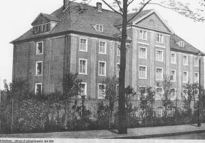 """""""Schlafhaus"""", dzisiejszy budynek administracyjny KWK """"Marcel""""."""